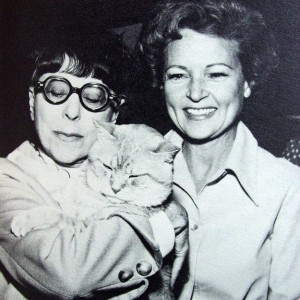 Morris in compagnia della costumista Edith Head e dell'attrice Betty White