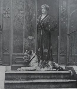 Marguerite Durand  1864-1936 con la sua leonessa