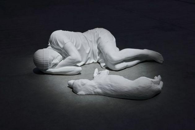 Maurizio Cattelan ritorna a Milano con una mostra